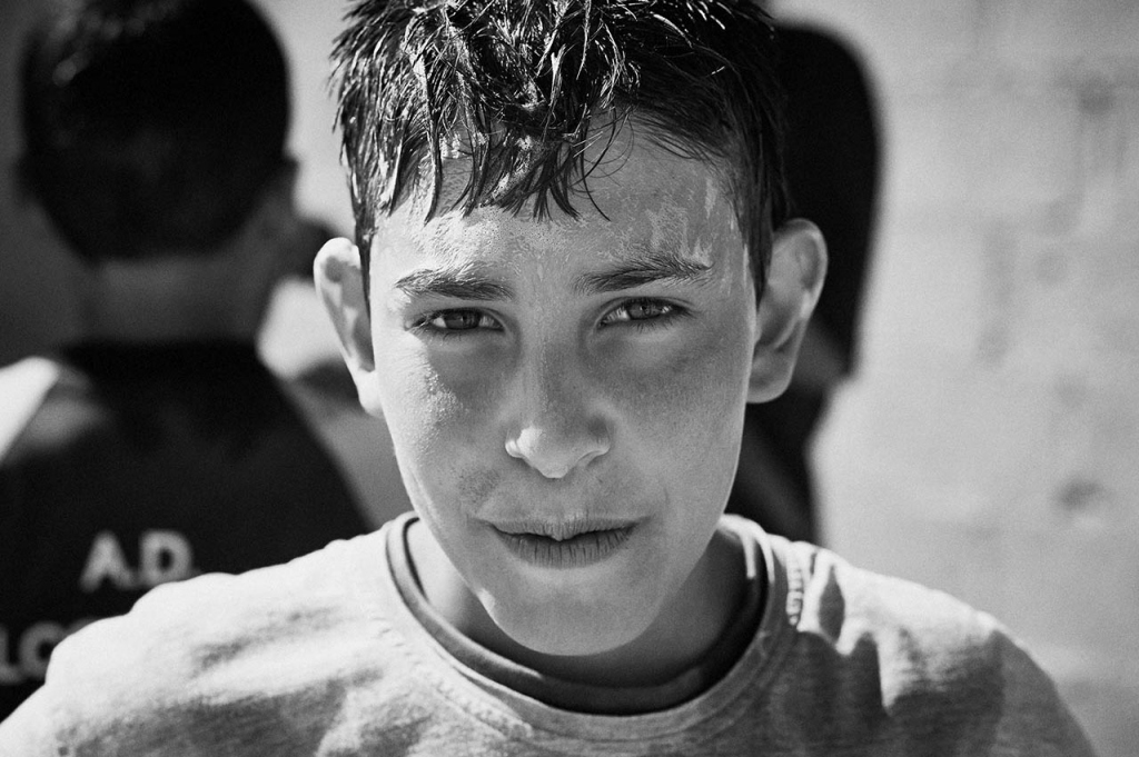 What is a common place becomes special in Zaatari. Water is scarce, shampoo is scarce. Washing hair is a communal event amongst the children. Is this not a blessing, rare in Zaatari, to learn to appreciate such simple things…..